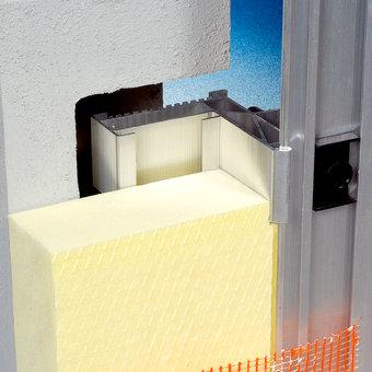 Montaggio cardini per finestre in un cappotto termico esterno